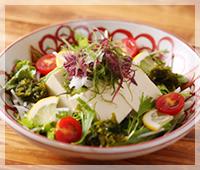 豆腐と海藻のヘルシーサラダ