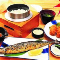 秋刀魚のわら焼きと牡蠣フライ定食